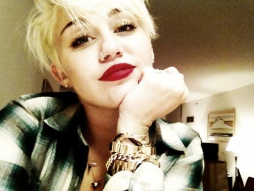 Miley Cyrus new haircut 2012 500x375 Miley Cyrus New Haircut 2012: Inspiration for You