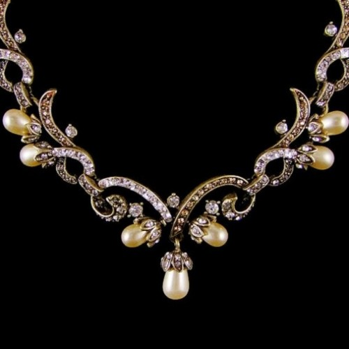 Crafts Expensive Looking Pearl Necklace