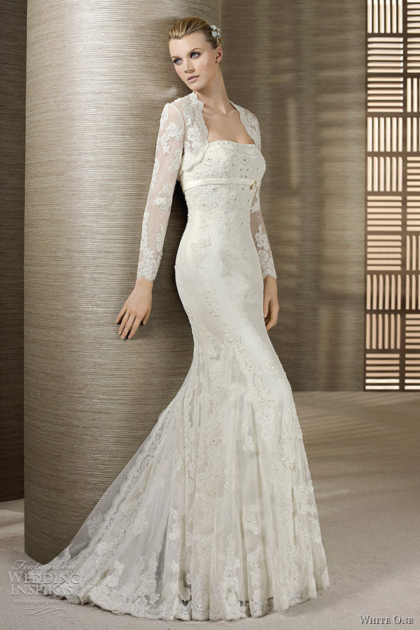 Lace wedding dress with long sleeves plus points for Long sleeve lace wedding dresses